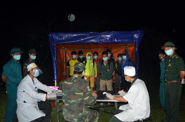 Thêm 12 công dân vượt biên trái phép từ Lào về bị phát hiện và đưa đi cách ly - Ảnh 2.
