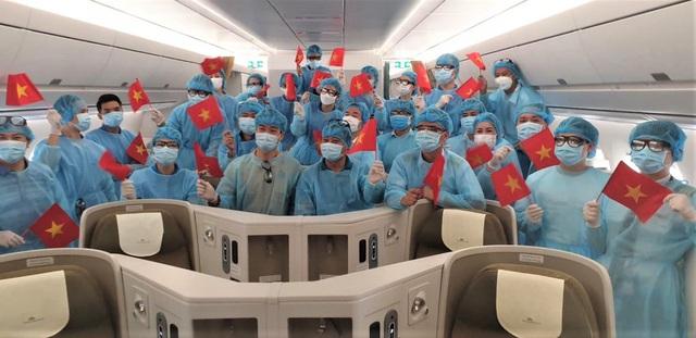 Cấp vé máy bay miễn phí cho hành khách là cán bộ y tế phòng chống dịch trên đường bay nội địa - Ảnh 1.