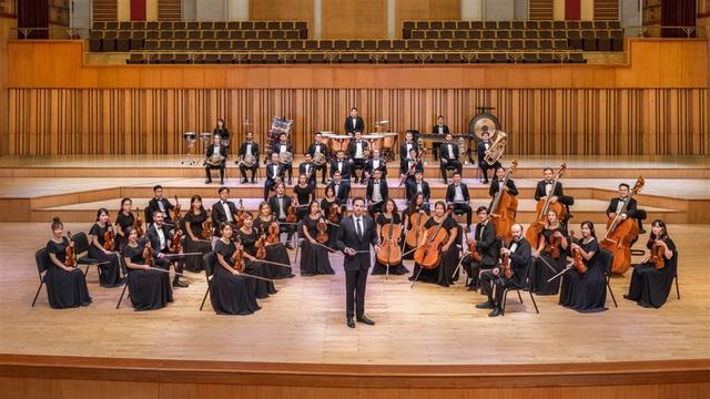"""Nhạc trưởng Olivier Ochanine: """"SSO sẽ mang đến nhiều buổi hòa nhạc xuất sắc khi tái xuất"""" - Ảnh 1."""