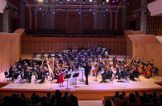 """Nhạc trưởng Olivier Ochanine: """"SSO sẽ mang đến nhiều buổi hòa nhạc xuất sắc khi tái xuất"""" - Ảnh 7."""