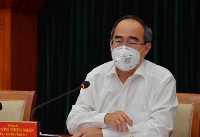 Bí thư Thành ủy TP.HCM Nguyễn Thiện Nhân: Nếu doanh nghiệp nào không đảm bảo an toàn tuyệt đối phòng chống dịch bệnh thì phải tạm dừng hoạt động  - Ảnh 1.