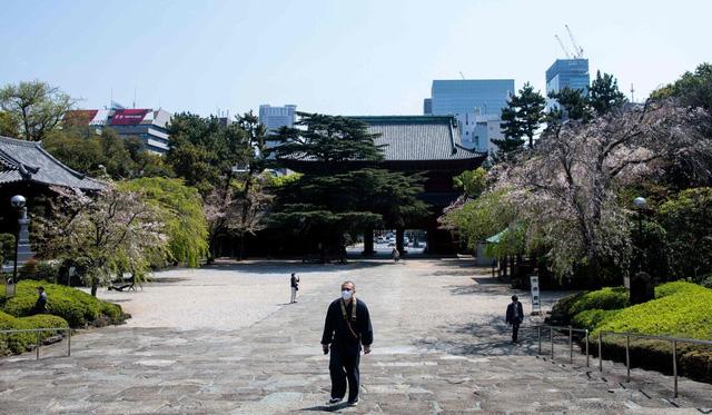 Ngày đầu tiên áp dụng tuyên bố khẩn cấp, cuộc sống người dân Nhật Bản thay đổi lạ thường - Ảnh 4.