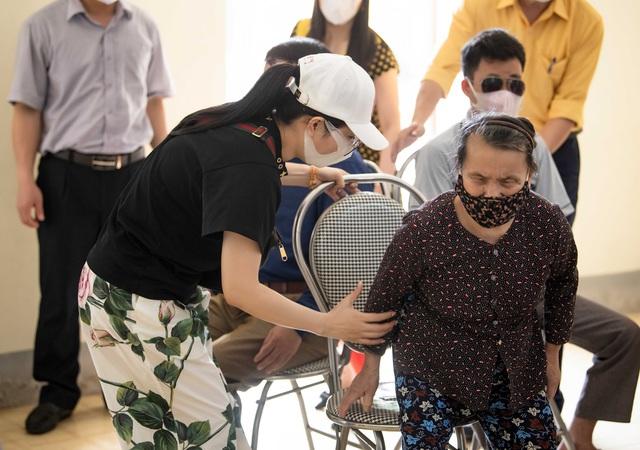 Ca sĩ Đinh Hiền Anh chi gần 1 tỷ làm từ thiện suốt dịch nCoV - Ảnh 3.