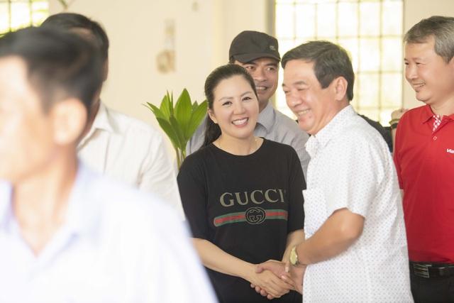 Ca sĩ Đinh Hiền Anh chi gần 1 tỷ làm từ thiện suốt dịch nCoV - Ảnh 4.