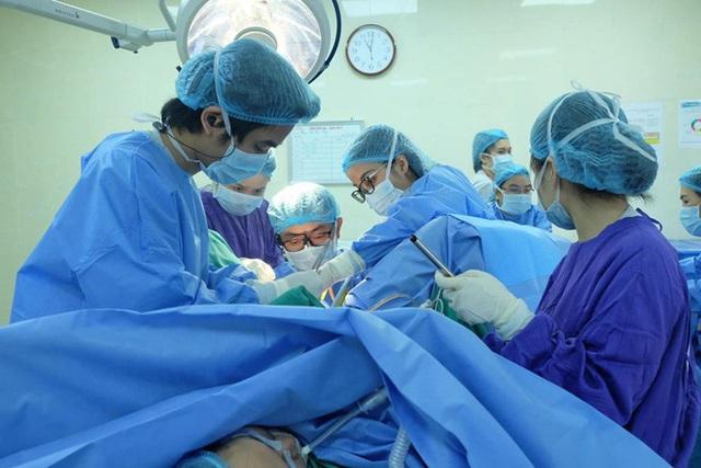 Bé gái 12 tuổi ở Hà Nội mắc dị tật màng trinh không thủng - Ảnh 1.