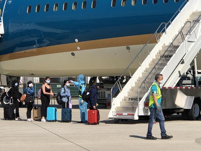 Thủ tướng cho phép khôi phục hoạt động vận chuyển hàng không giữa Việt Nam và Trung Quốc - Ảnh 1.