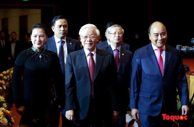 Trang trọng Lễ kỷ niệm 130 năm Ngày sinh Chủ tịch Hồ Chí Minh - Ảnh 2.
