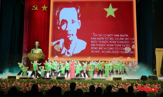 Trang trọng Lễ kỷ niệm 130 năm Ngày sinh Chủ tịch Hồ Chí Minh - Ảnh 19.