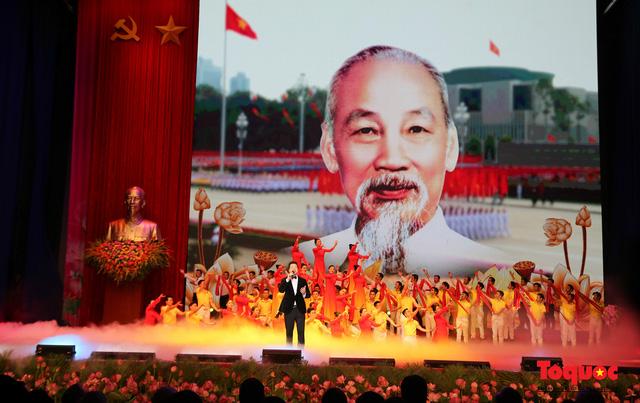 Trang trọng Lễ kỷ niệm 130 năm Ngày sinh Chủ tịch Hồ Chí Minh - Ảnh 18.