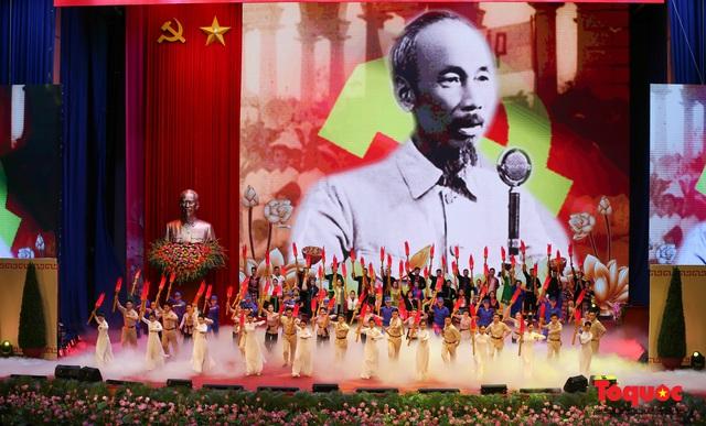 Trang trọng Lễ kỷ niệm 130 năm Ngày sinh Chủ tịch Hồ Chí Minh - Ảnh 15.