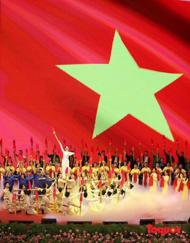Trang trọng Lễ kỷ niệm 130 năm Ngày sinh Chủ tịch Hồ Chí Minh - Ảnh 14.