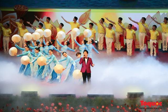 Trang trọng Lễ kỷ niệm 130 năm Ngày sinh Chủ tịch Hồ Chí Minh - Ảnh 13.