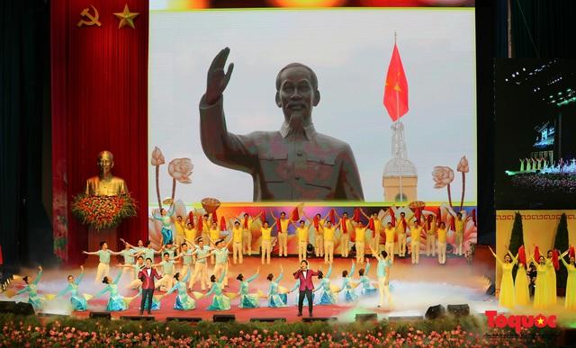 Trang trọng Lễ kỷ niệm 130 năm Ngày sinh Chủ tịch Hồ Chí Minh - Ảnh 12.