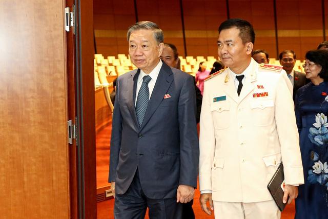 Hình ảnh bên lề sau phiên khai mạckỳ họp thứ 9 Quốc hội khóa XIV - Ảnh 8.