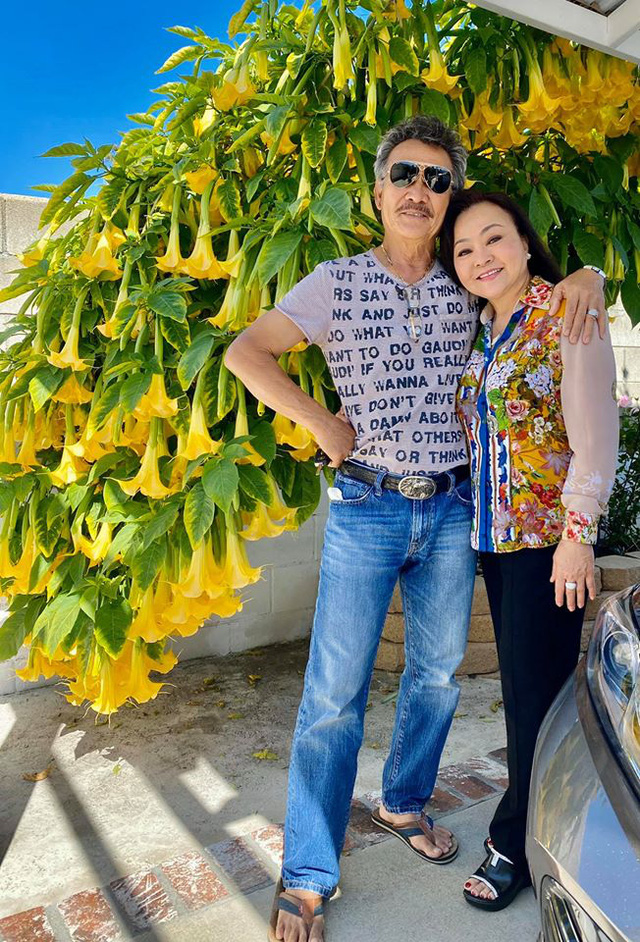 Danh ca Hương Lan khoe ảnh ngọt ngào với ông xã cách đây 34 năm - Ảnh 7.