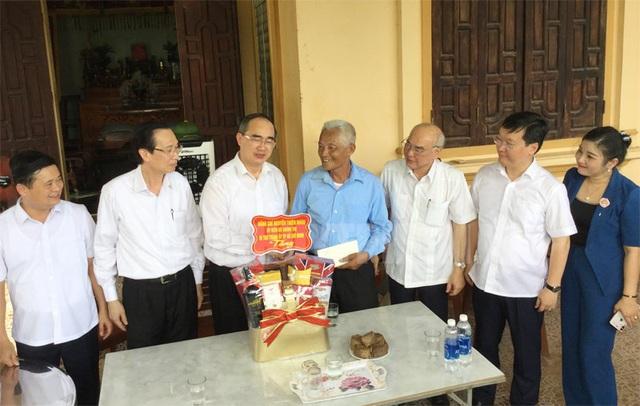 Bí thư Thành ủy TP.HCM Nguyễn Thiện Nhân thăm ngôi trường mang tên đặc biệt - Ảnh 2.