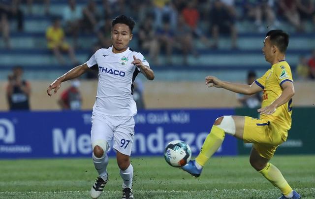 CLB Nam Định đại thắng, sân Thiên trường mở hội ngày bóng đá trở lại - Ảnh 1.