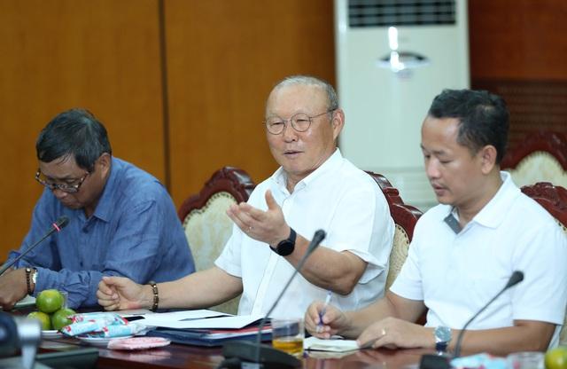 """Bộ trưởng Nguyễn Ngọc Thiện: """"VFF cần hỗ trợ HLV Park Hang-seo tìm nhân tố mới"""" - Ảnh 2."""
