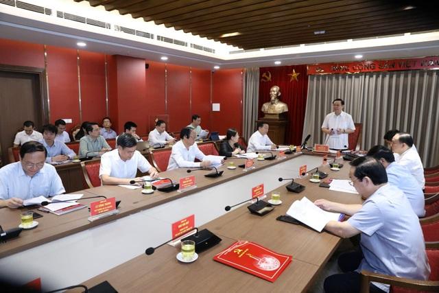 Bí thư Thành ủy Hà Nội: Kiện toàn để bộ phận giám sát hệ thống cấp nước sạch trực thuộc Sở Tài nguyên và Môi trường đi vào làm việc ngay - Ảnh 1.
