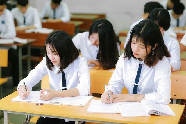 Hà Nội công bố chỉ tiêu tuyển sinh vào lớp 10 THPT năm học 2020-2021 - Ảnh 1.