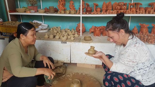 Từ ngày 1/6, Hội An tổ chức lại các hoạt động tham quan tại khu phố cổ, làng gốm Thanh Hà và làng rau Trà Quế - Ảnh 1.