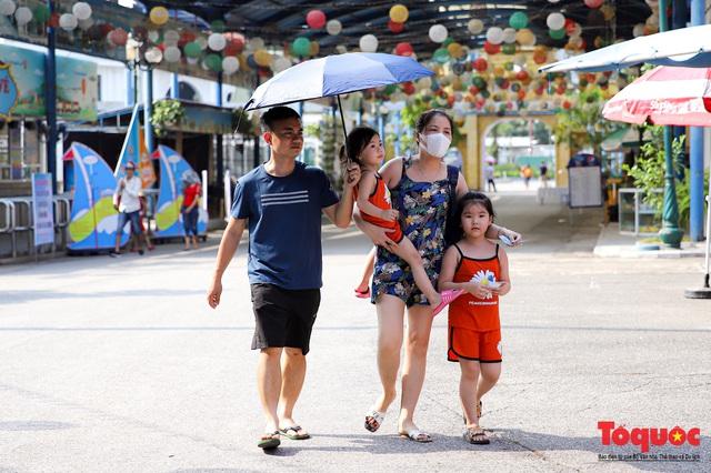 Con đi học, bố mẹ sao đi du lịch được: Đề xuất ngành Giáo dục kéo dài thời gian nghỉ hè hết tháng 9 để hỗ trợ du lịch - Ảnh 1.