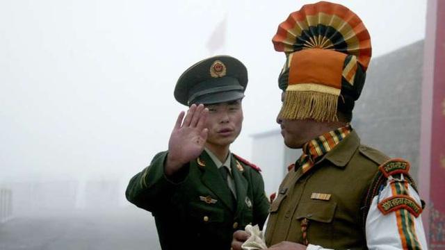 """Quân đội Trung, Ấn đối đầu trên nóc nhà thế giới: Nguy hiểm """"căng"""" tới mức nào? - Ảnh 1."""