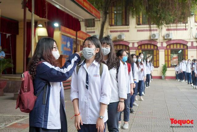 Chốt thi tốt nghiệp THPT thành 2 đợt, Bộ Y tế hướng dẫn tăng cường phòng, chống dịch Covid-19 cho kỳ thi - Ảnh 1.