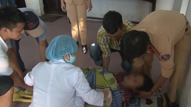 Hai chiến sỹ CSGT lao mình xuống sông Hương cứu người phụ nữ nhảy cầu tự tử - Ảnh 2.