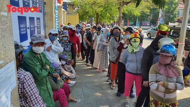 """""""Siêu thị 0 đồng"""" giúp những hoàn cảnh khó khăn ở Đà Nẵng giữa mùa dịch - Ảnh 2."""