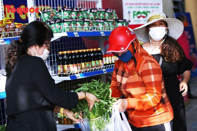 """""""Siêu thị 0 đồng"""" giúp những hoàn cảnh khó khăn ở Đà Nẵng giữa mùa dịch - Ảnh 7."""