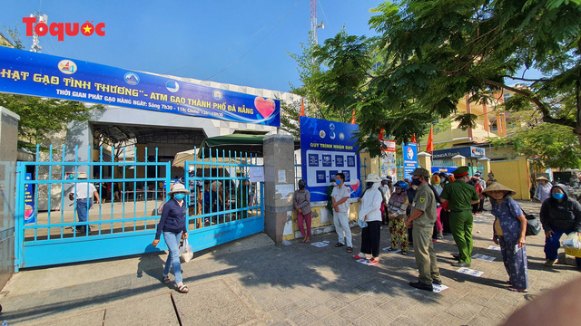 """""""Siêu thị 0 đồng"""" giúp những hoàn cảnh khó khăn ở Đà Nẵng giữa mùa dịch - Ảnh 1."""