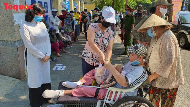 """""""Siêu thị 0 đồng"""" giúp những hoàn cảnh khó khăn ở Đà Nẵng giữa mùa dịch - Ảnh 16."""