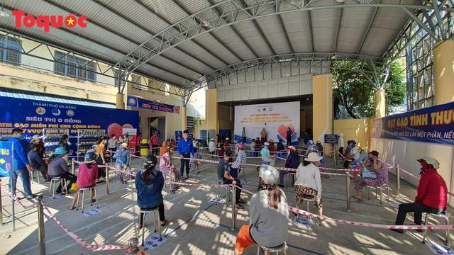"""""""Siêu thị 0 đồng"""" giúp những hoàn cảnh khó khăn ở Đà Nẵng giữa mùa dịch - Ảnh 3."""