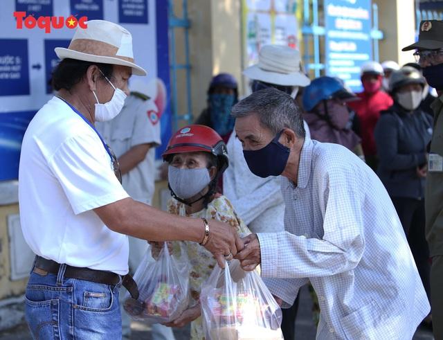 """""""Siêu thị 0 đồng"""" giúp những hoàn cảnh khó khăn ở Đà Nẵng giữa mùa dịch - Ảnh 13."""