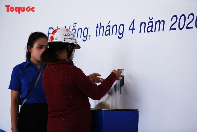"""""""Siêu thị 0 đồng"""" giúp những hoàn cảnh khó khăn ở Đà Nẵng giữa mùa dịch - Ảnh 5."""