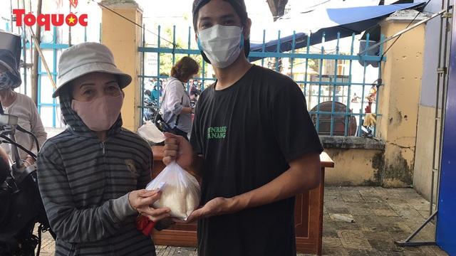 """""""Siêu thị 0 đồng"""" giúp những hoàn cảnh khó khăn ở Đà Nẵng giữa mùa dịch - Ảnh 20."""