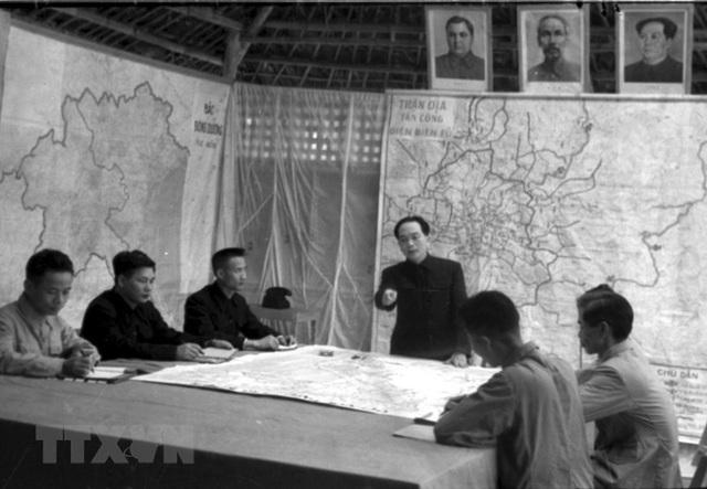 Bác Hồ và Đại tướng Võ Nguyên Giáp trong Chiến dịch Điện Biên Phủ  - Ảnh 7.
