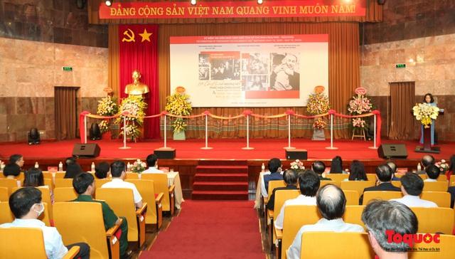 Khai mạc trưng bày chuyên đề: Hồ Chí Minh - Những nét phác họa chân dung; Những tấm gương bình dị mà cao quý  - Ảnh 1.