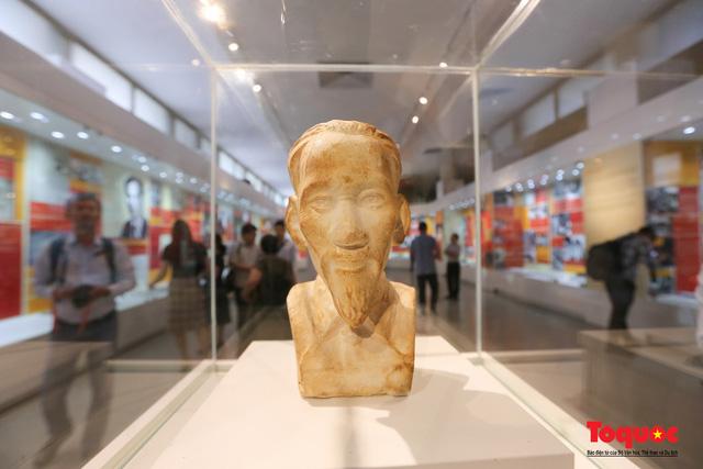 Khai mạc trưng bày chuyên đề: Hồ Chí Minh - Những nét phác họa chân dung; Những tấm gương bình dị mà cao quý  - Ảnh 8.