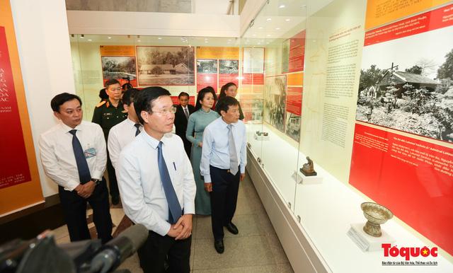 Khai mạc trưng bày chuyên đề: Hồ Chí Minh - Những nét phác họa chân dung; Những tấm gương bình dị mà cao quý  - Ảnh 6.