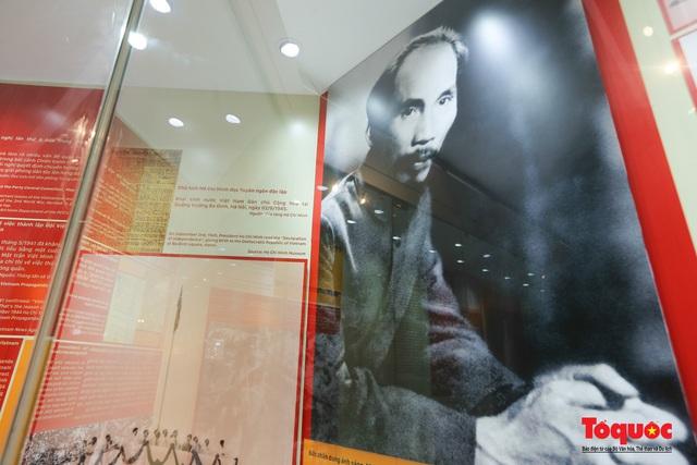 Khai mạc trưng bày chuyên đề: Hồ Chí Minh - Những nét phác họa chân dung; Những tấm gương bình dị mà cao quý  - Ảnh 7.