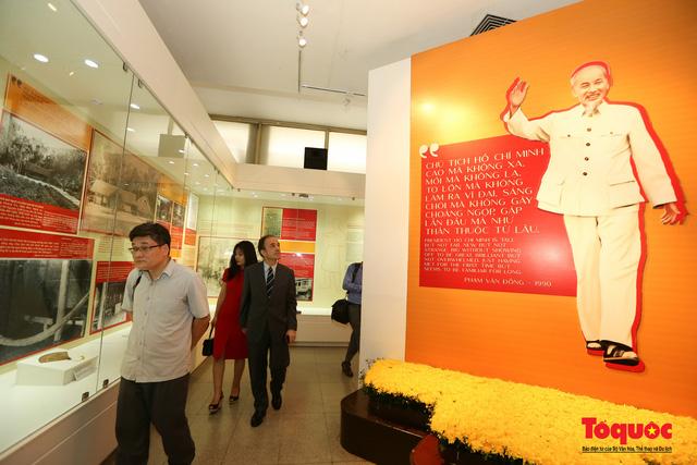 Khai mạc trưng bày chuyên đề: Hồ Chí Minh - Những nét phác họa chân dung; Những tấm gương bình dị mà cao quý  - Ảnh 5.