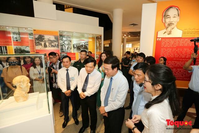 Khai mạc trưng bày chuyên đề: Hồ Chí Minh - Những nét phác họa chân dung; Những tấm gương bình dị mà cao quý  - Ảnh 9.