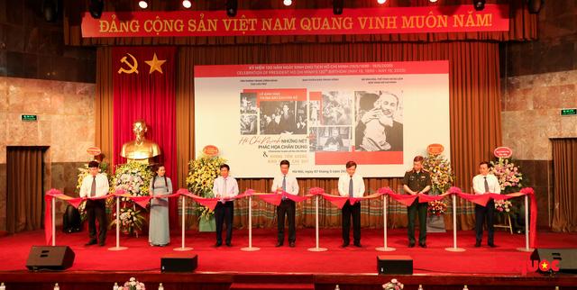 Khai mạc trưng bày chuyên đề: Hồ Chí Minh - Những nét phác họa chân dung; Những tấm gương bình dị mà cao quý  - Ảnh 3.