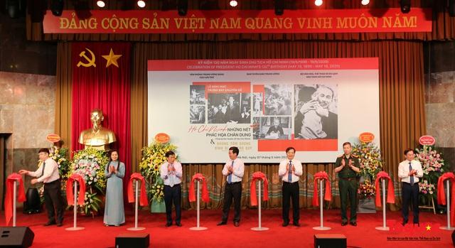 Khai mạc trưng bày chuyên đề: Hồ Chí Minh - Những nét phác họa chân dung; Những tấm gương bình dị mà cao quý  - Ảnh 4.