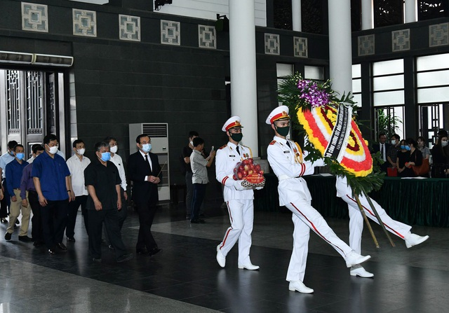 Cử hành trọng thể lễ tang đồng chí Nguyễn Đình Hương - Ảnh 10.