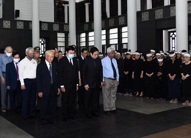 Cử hành trọng thể lễ tang đồng chí Nguyễn Đình Hương - Ảnh 8.