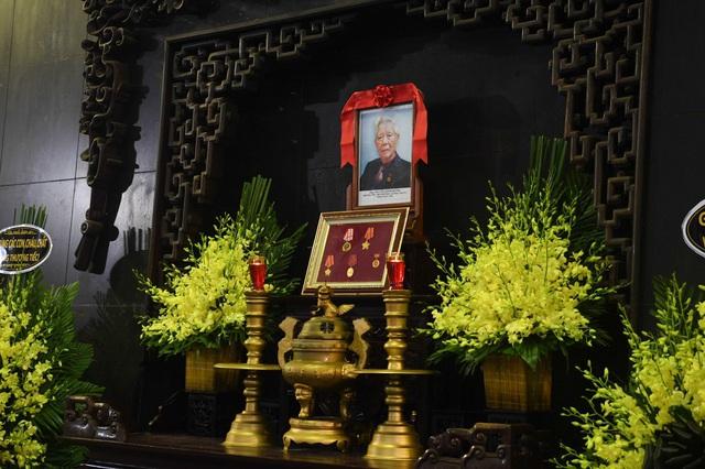 Cử hành trọng thể lễ tang đồng chí Nguyễn Đình Hương - Ảnh 2.