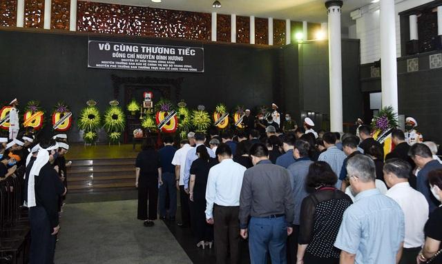 Cử hành trọng thể lễ tang đồng chí Nguyễn Đình Hương - Ảnh 13.